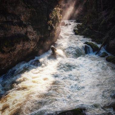 UK: Along the Areuse River ... A wonderful and at times almost adventurous hike.  GER: Entlang des Areuse Fluss...Eine wunderschöne und zeitweise fast abenteuerliche Wanderung.