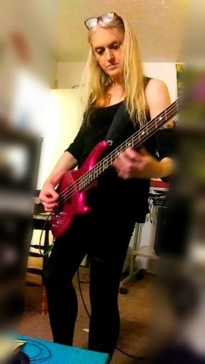 Ninja Andi rocks the bass!