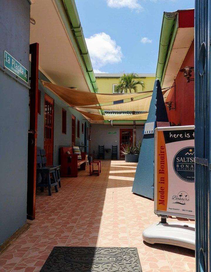In einer Gasse von Bonaire