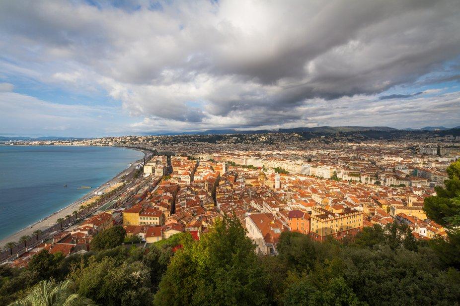 View over Nice in France, a pearl of the Côte d'Azur.  Blick über Nizza in Frankreich, eine Perle der Côte d'Azur.