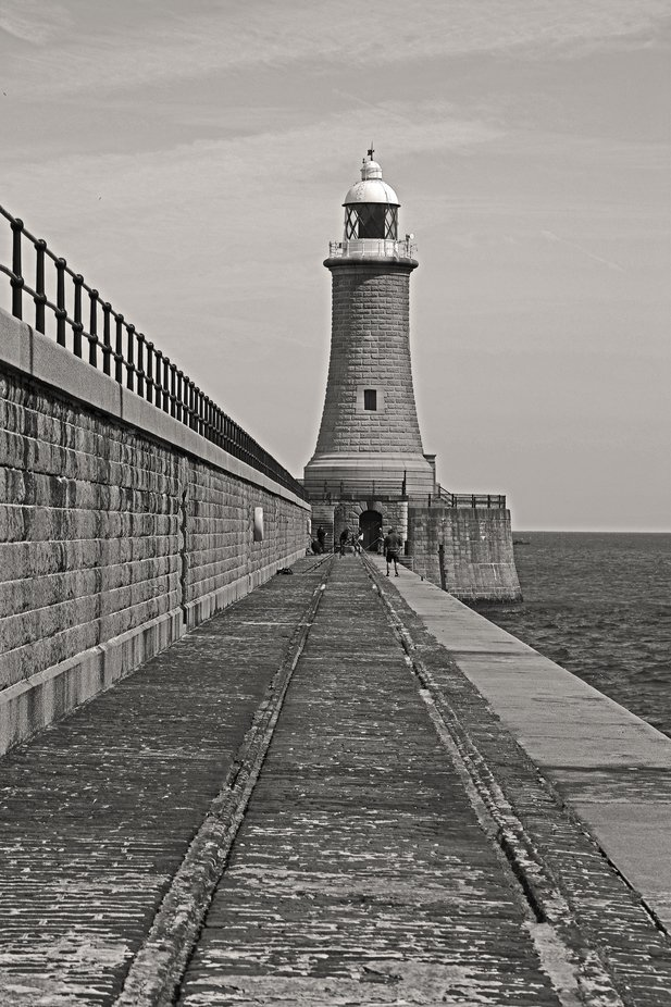 Leading lines to pier end.