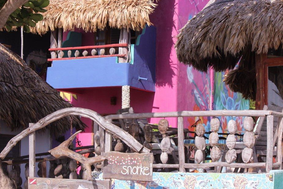 A colorful Island business for diving and snoklong