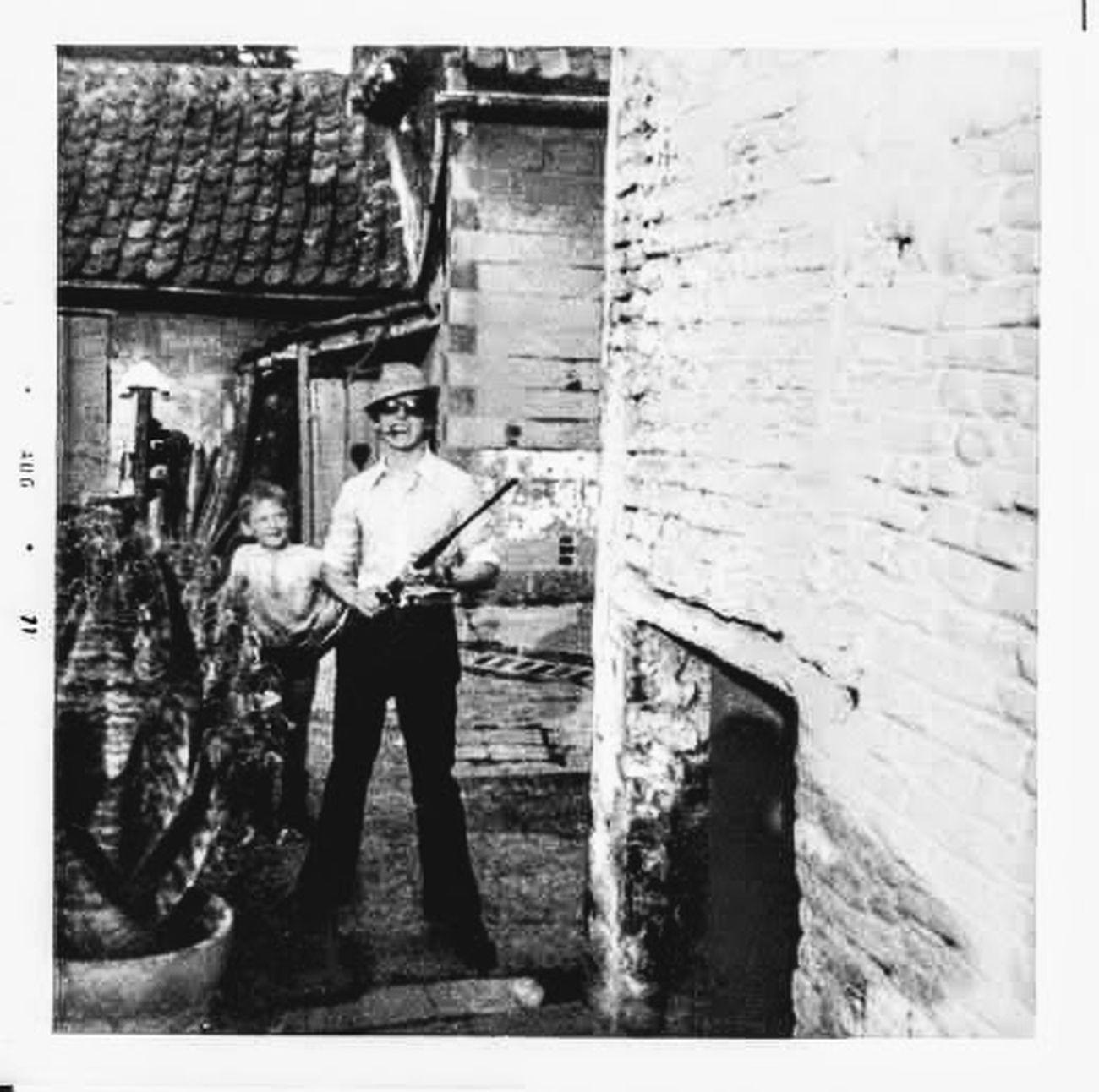 View the entire explanation on https://groetenuittienen.blog/theo-herbots-zwart-wit-fotos-uit-mijn-verleden-black-and-white-photos-from-my-past/