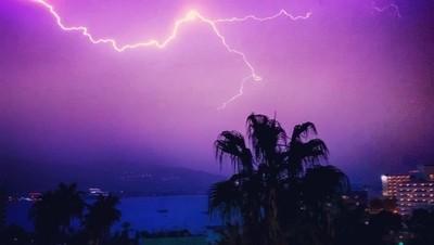 Lightening over Magaluf, Mallorca#storm #lightening #mallorca #thunder