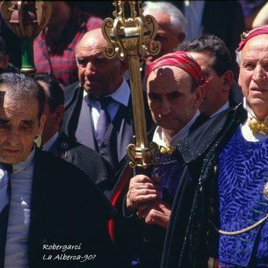 Hombres de La Alberca (Sierra de Francia-Spain),con trajes tradicionales en la Fiesta del Corpus Christi