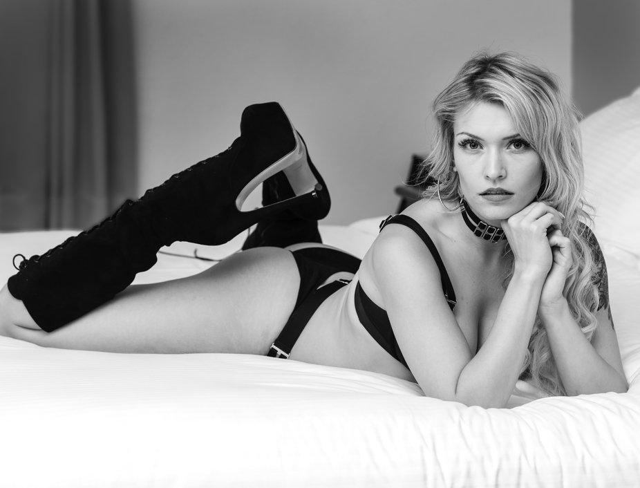 Model Scarlet