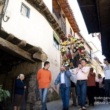 En La Sierra de Francia (Salamanca-Spain) hay una gran tradicion religiosa. En el pueblo de Cepeda de la Sierra, celebran la fiesta de su santo patron, S.Marcos, con una procesion y bailes tradicionales