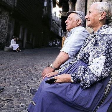 Matrimonio de Serranos (De la Alberca), algunas mujeres mayores aun visten su ropa tradicional