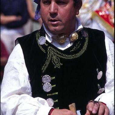 Hombre de la Sierra de Francia (Cepeda), con la ropa tradicional de fiesta