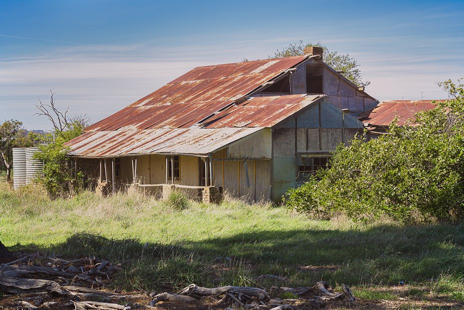 An abandoned farm house lies in ruins in Rye Park NSW. Rust is a feature here.