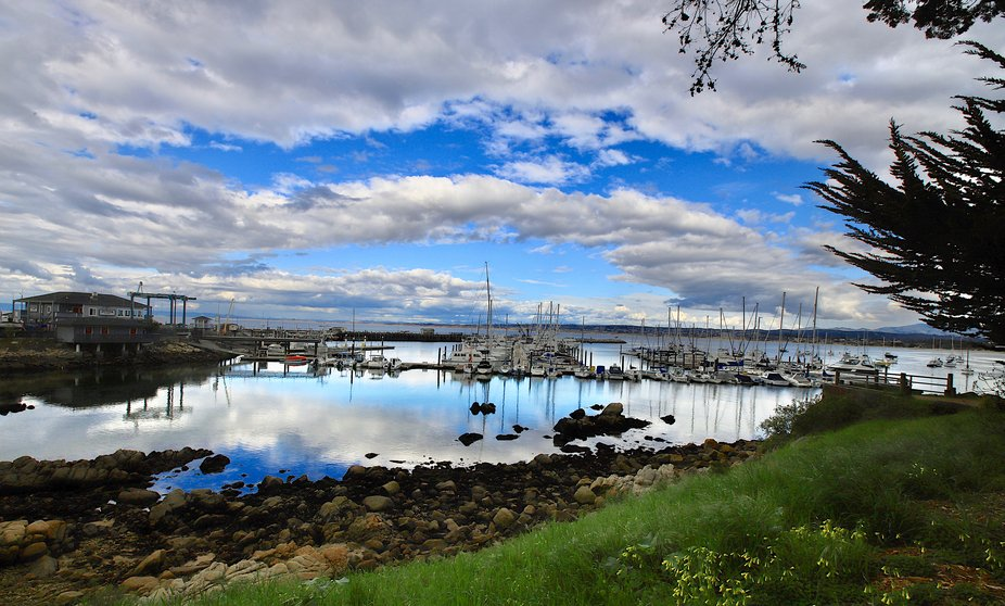 Heavenly Harbor.    The Monterey Bay Harbor is home to a variety of private and commercial boats of all types.   Sailing vessels, yachts, fishing, sightseeing and diving boats.   Some are floating oermabebt residences, while visiting vessles dock here thr