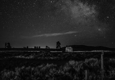 Abandoned House Under the Stars