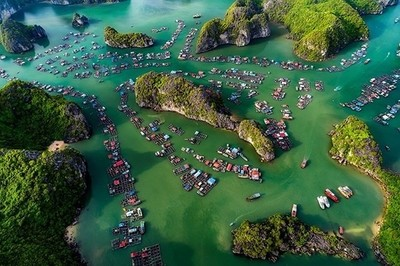 Cai Beo Village located in southern of Ha Long Bay, is one of the famous ancient village in Vietnam's largest prehistoric. This is a fishing village of about 300 houses living mainly by fishing and seafood farming. About 7,000 years ago, Cai Beo peop