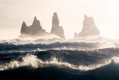 Reynisdrangar waves