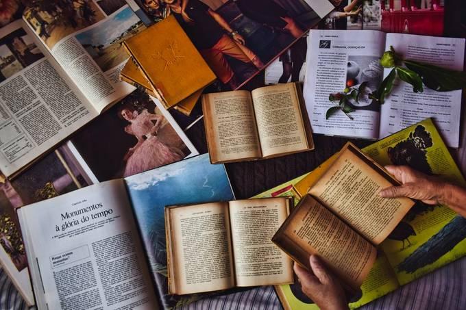 Read by Living_all_dream - Color Explorer Photo Contest