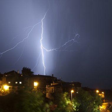 Tormenta sobre el pueblo de La Alberca (Salamanca-Spain)