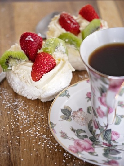Pavlova and Coffee