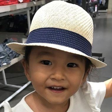 3 year old Makana shopping for hats.