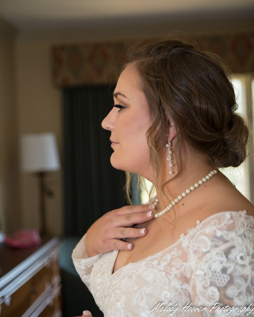 The Bride takes one last look in the mirror to check all the details before her entrance.