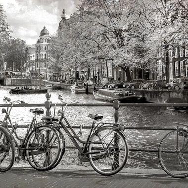Lorsque je suis allée à Amsterdam je me suis littéralement sentie prise par cette ville envoûtante. Le temps semblait ne pas exister.