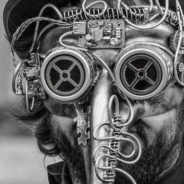 Carnevale 2020  L'uomo steampunk, vestito per aperitivo