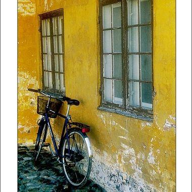 0002 Leaning Bike