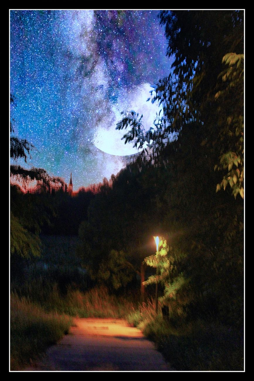 Along the river De Gete in Tienen there is a pleasant walking path, which is also illuminated at night. Sincerely Theo-Herbots-Photography https://groetenuittienen.blog/