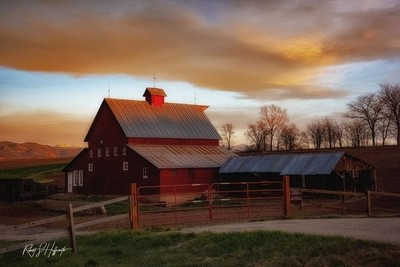 Sunrisw Barn-1.JPG