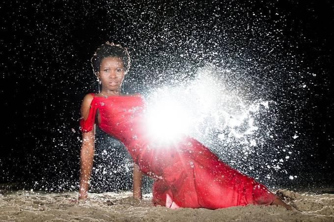 Water shoot on the beach with Mwavita (modelmanagement.com).  20200502 312 Mwavita.JPG