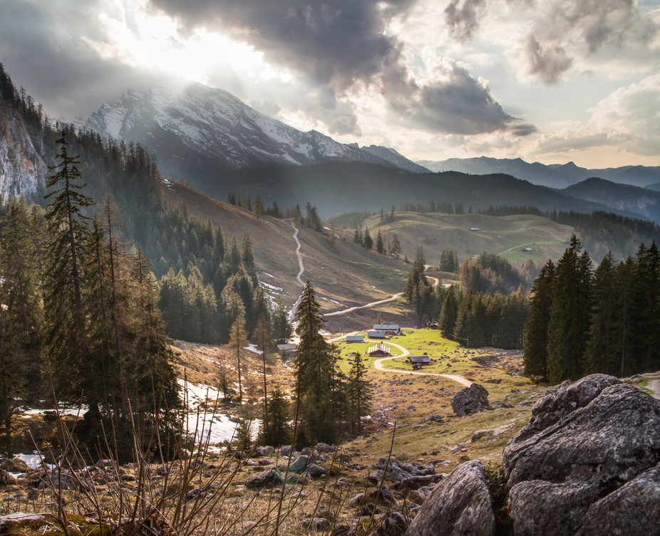 On the picture: Königsbachalm. There are many wonderful hiking trails in the Berchtesgaden National Park in Germany. The way to the Seeleinsee is not only recommended in summer. You can park in the Hinterbrand car park. Past the Königsbachalm you cannot miss the Grassl schnapps hut, as I call it. With luck, is currently open and you can choose between three bargains. There are cows too, who would have thought that. Chamois are rarely seen there. King Watze (Berg Watzmann) always on the way. Once you have reached the Priesbergalm, you can stock up on sweets and wheat beer before heading to the final destination, Seeleinsee. Those who dare should go swimming in it. If you don't, the lake is ideal for cooling beer.  MORE INFORMATION AND PICS ON FACEBOOK.