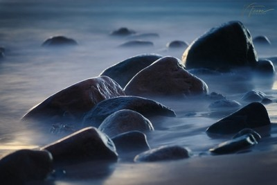 Rocks in the fog of time stopped waves