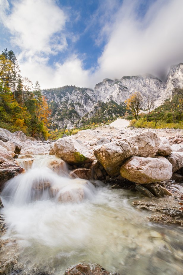 Did you know that Germany has an Alpine National Park? In the Berchtesgaden National Park you should go on a hiking tour through the Klausbach valley. In the Klausbachhaus you can find out more about the park and the suspension bridge with the Mühlsturzhorn mountain is a perfect photo opportunity.