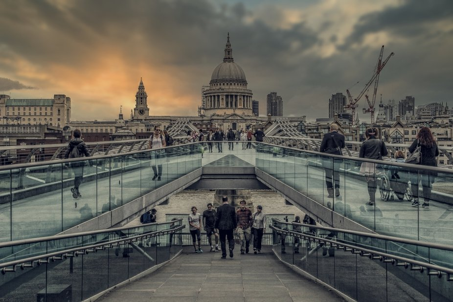 _MG_7366.2020.1.London  A creative iconic scene in HDR and a neutral auto chrome filter used.  An...