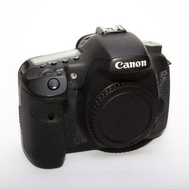 Canon7D_FrontLeft