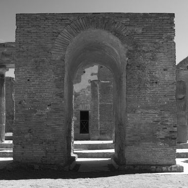 A black and white archway, leftovers from Pompeii.