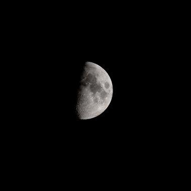 August's Half moon in 2020