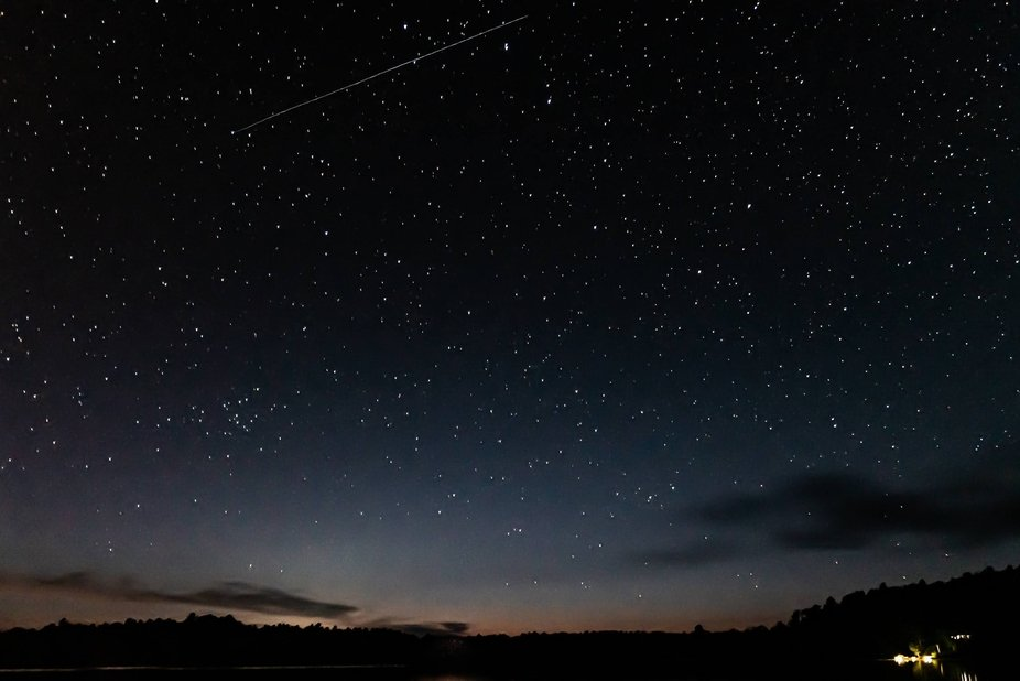 Shooting star in a sky of stars : make your wish !
