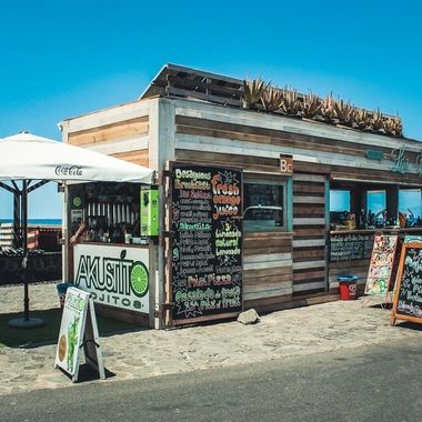 A smoothie bar by the sea