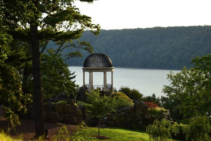 Beautiful spot overlooking the Hudson River in Yonkers, NY