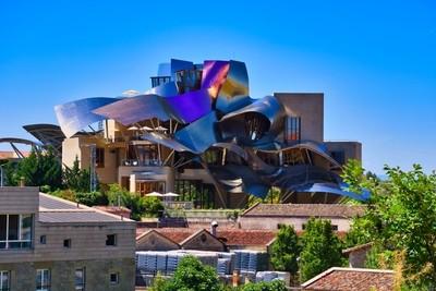 Hotel Emblema de la Bodega Marqués de Riscal (Frank Gehry)