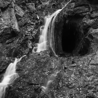 B&W WATERFALL LONG EXPOSURE