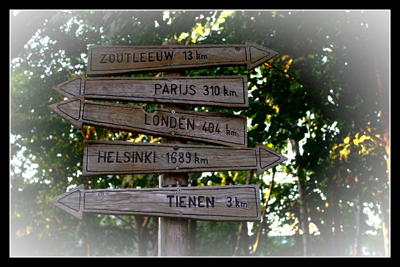 Early autumn walk in Tienen. I liked this signpost at a crossroads of the hiking trail so much that I took several photos of it Theo-Herbots-Photography https://groetenuittienen.blog/