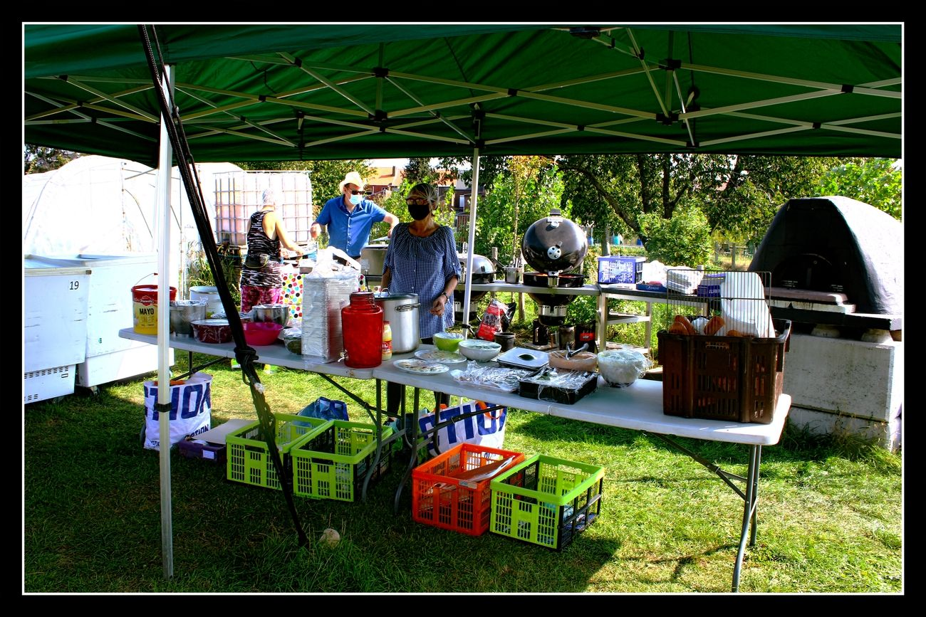 Late BBQ in Tienen This BBQ was organized by Erm in Erm, an association dedicated to the poor. Completely in accordance with COVID19 regulations Greetings Theo-Herbots-Photography https://groetenuittienen.blog/