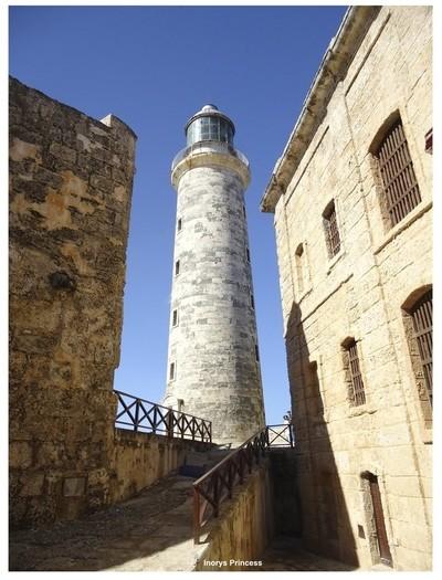 Castillo de los Tres Reyes.
