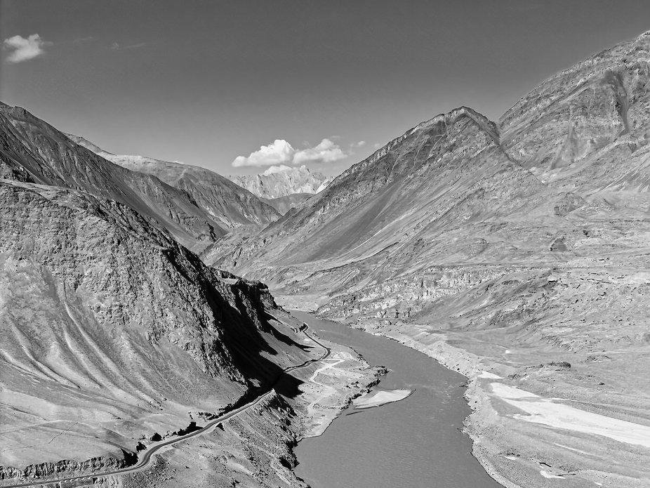 Rivière dans l'Himalaya
