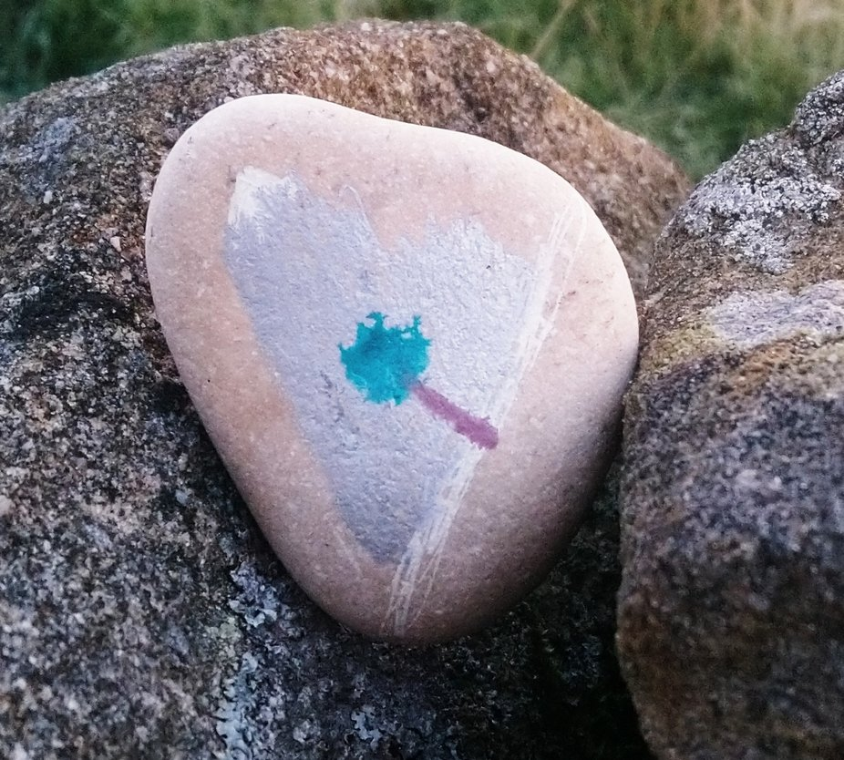 I found this little stone among a drystone wall.