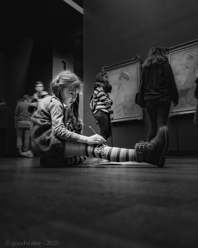 Little artist at the Musee d'Orsay