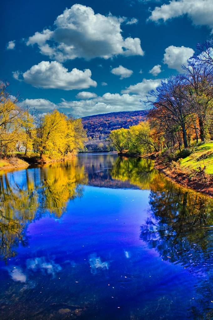 Autumn reflections on the Delaware River