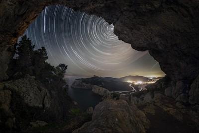 stellar-eye cave