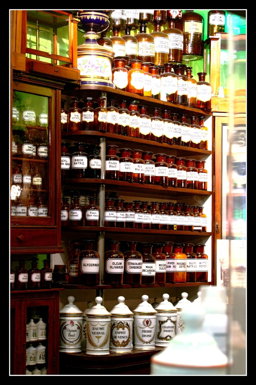 Pharmacy Bulteel in Tienen Belgium This pharmacist has a wonderful collection of old Apothekers-Atributes in his pharmacy. I couldn't resist (to take a series of photos about it with his permission) Theo-Herbots-Photography https://groetenuittienen.blog/